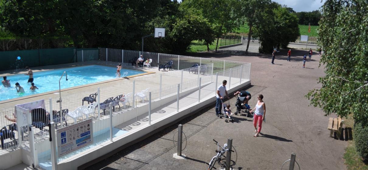 La piscine du camping activit s camping mont saint for Piscine dans la manche