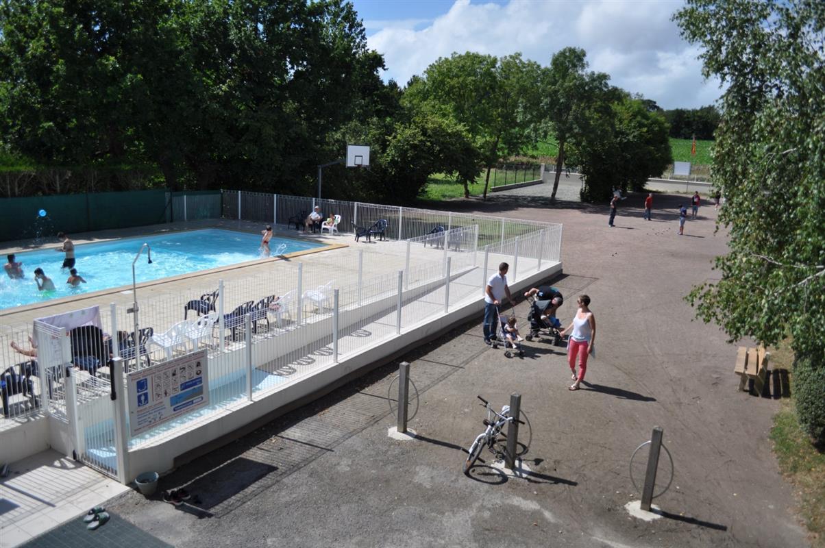 La piscine du camping activit s camping mont saint for Camping mont saint michel piscine couverte
