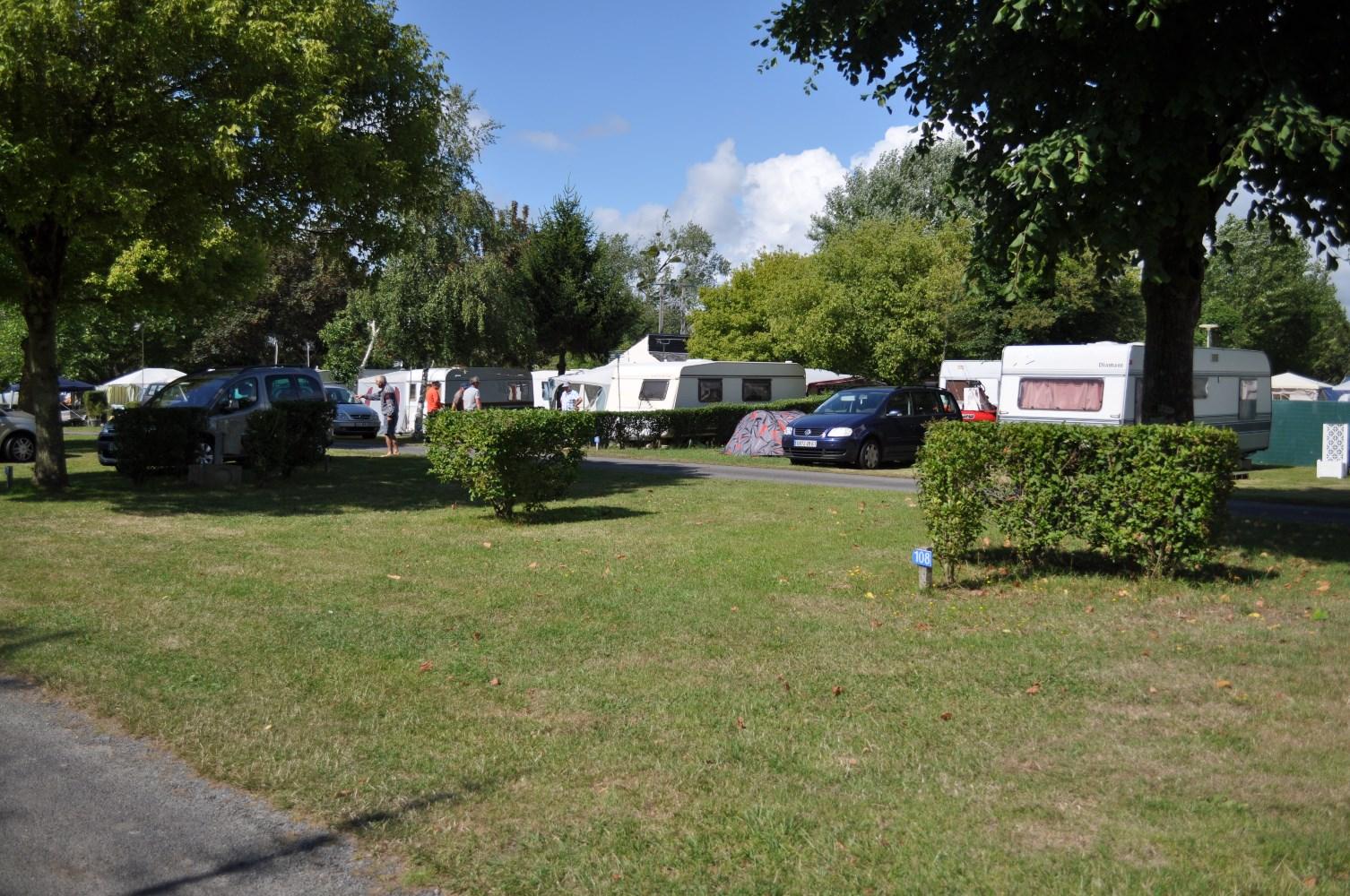 Location Emplacements Camping Caravaning Au Au Camping De La Chanterie, Camping  Avec Piscine Chauffée, ...