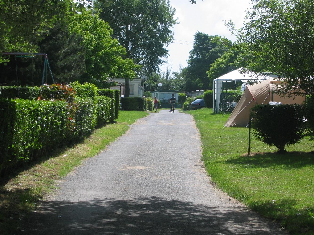 ... Location Emplacements Camping Caravaning Au Au Camping De La Chanterie, Camping  Avec Piscine Chauffée, ...